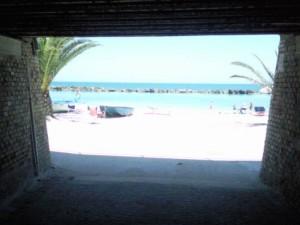 onder het spoor door 300x225 Zon, zee en strand