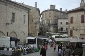 markt in ripatransone 300x199 Uitstapje in de provincie Ascoli Piceno