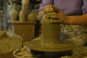 workshop pottenbakken 05 300x199 Pottenbakkerij in Montottone