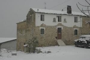 casolare re sole in de sneeuw 300x199 Winter in Le Marche I