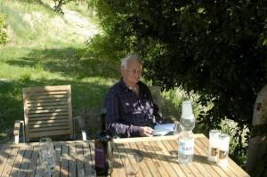 Pa leest relaxed een boekje 300x199 Ouders op bezoek