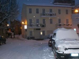 landrover in de sneeuw 300x225 Sneeuw, sneeuw en nog eens sneeuw