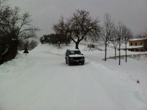 onze landrover in de sneeuw 300x224 Sneeuw, sneeuw en nog eens sneeuw