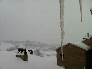 sneeuw en ijspegels 300x224 Sneeuw, sneeuw en nog eens sneeuw